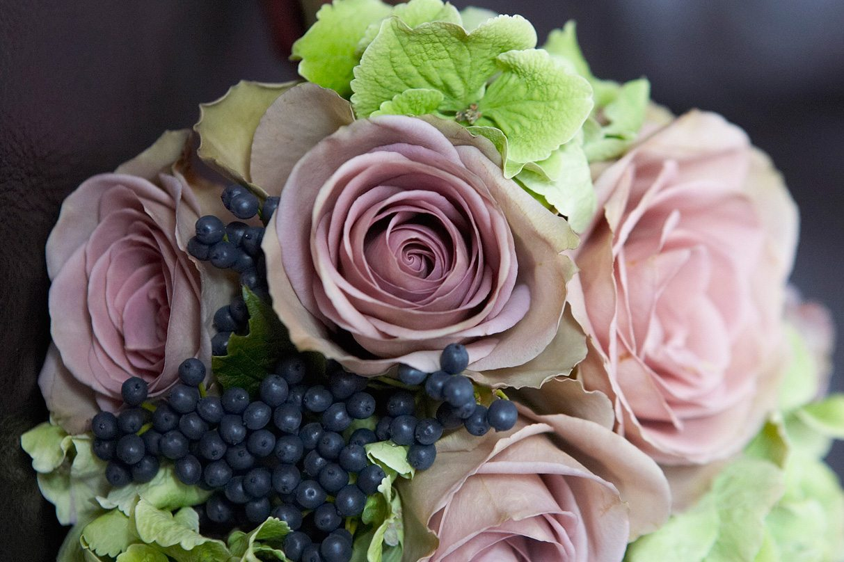 Sonning flowers florists in reading berks call in or order sonning flowers izmirmasajfo