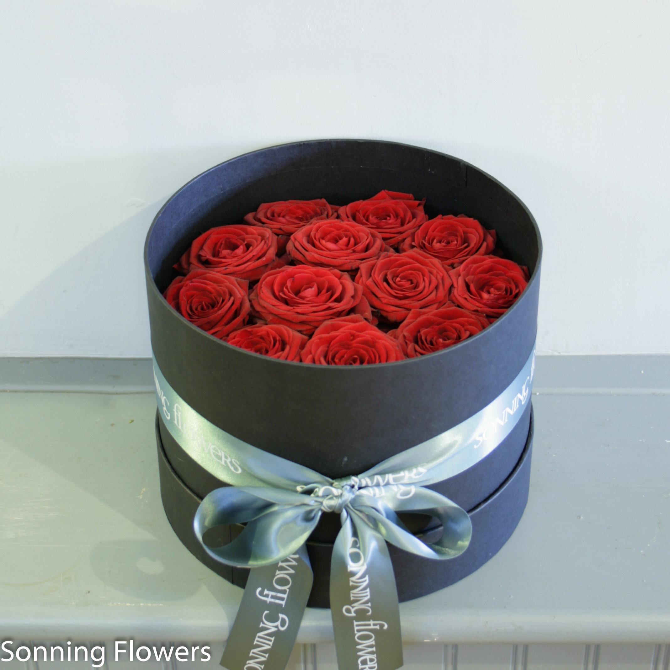 Valentines Bouquet - 12 red roses in a hat box - Sonning Flowers