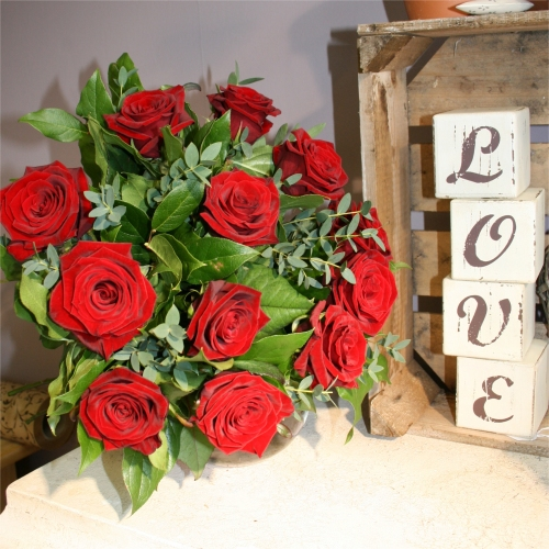 Valentine Flowers – Deluxe Red Roses