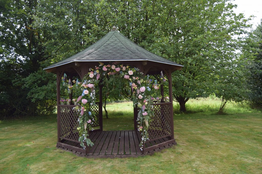 dressing a gazebo with flowers