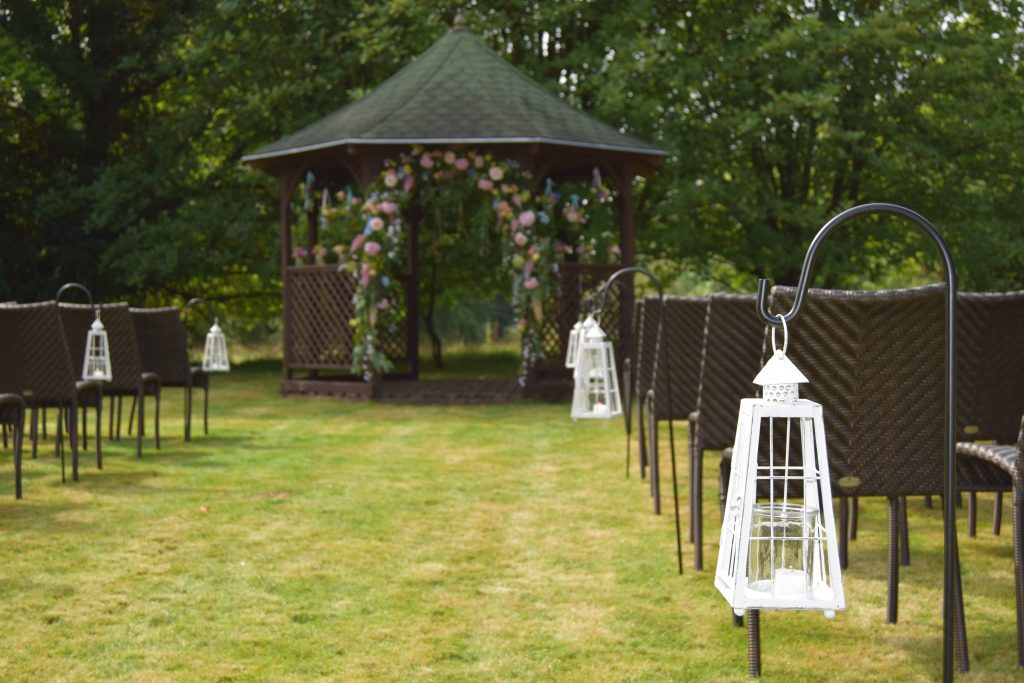 Flower Ideas for you Outdoor Wedding Aisle